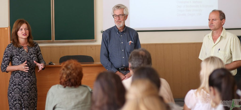 Lectures on molecular biology and biochemistry were delivered by a professor from the USA