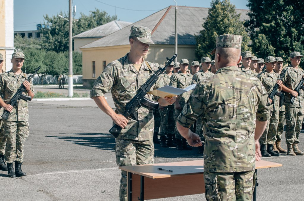 The first graduates of the Department of Military Training of UzhNU took the oath of allegiance to the Ukrainian people