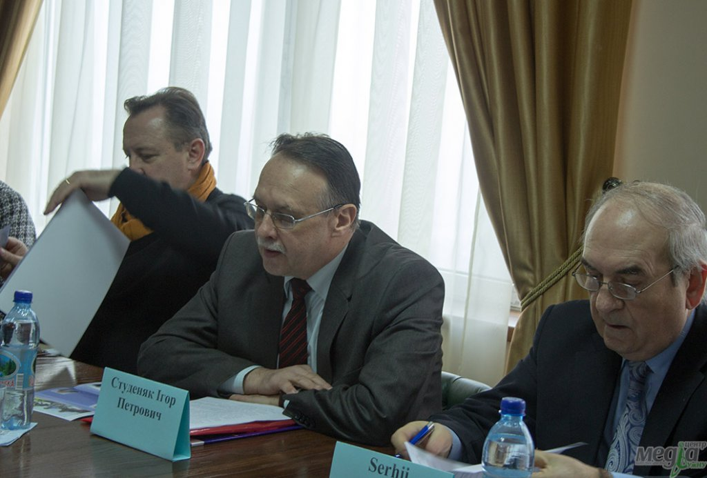 The innovative university concept developed at UzhNU was the topic of a round table discussion