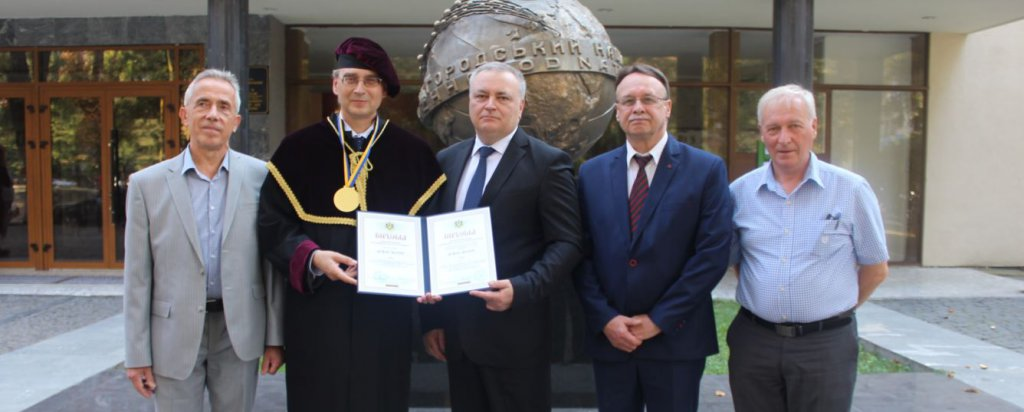 The president of the Lithuanian Academy of Sciences Juras Banys was solemnly awarded the title of Doctor Honoris Causa of UzhNU