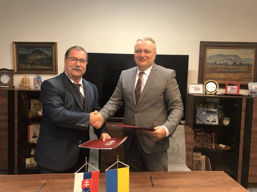 UzhNU signed agreement on double diplomas with Šafárik University in Košice
